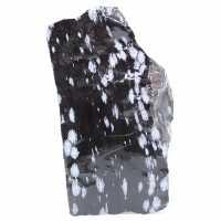Gran bloque de obsidiana nevado