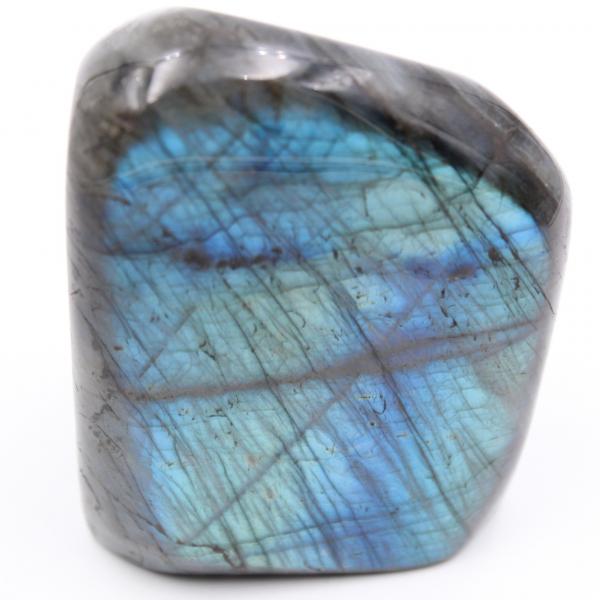 Piedra de labradorita azul, forma libre pulida