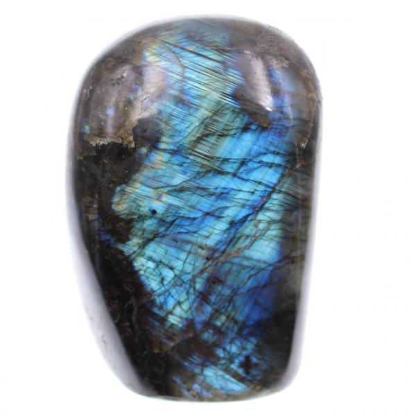 Piedra ornamental de labradorita con reflejos azules