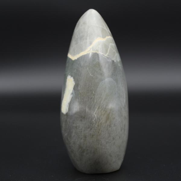 Roca de garnierita pulida