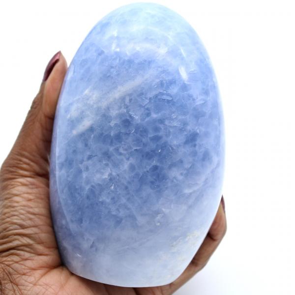Roca de calcita azul pulida
