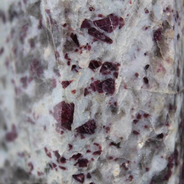 Prisma de piedra de lepidolita